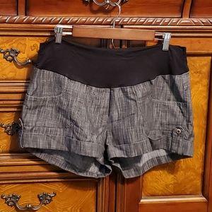 JULES & JIM cuffed underbelly maternity shorts L